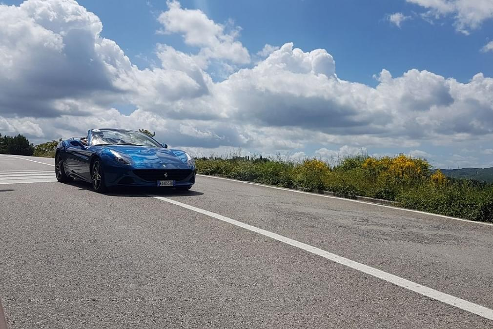 Rent Ferrari in Italy