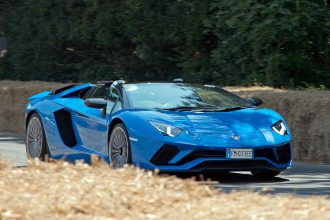 Rent_Aventador_S_2021_Italy